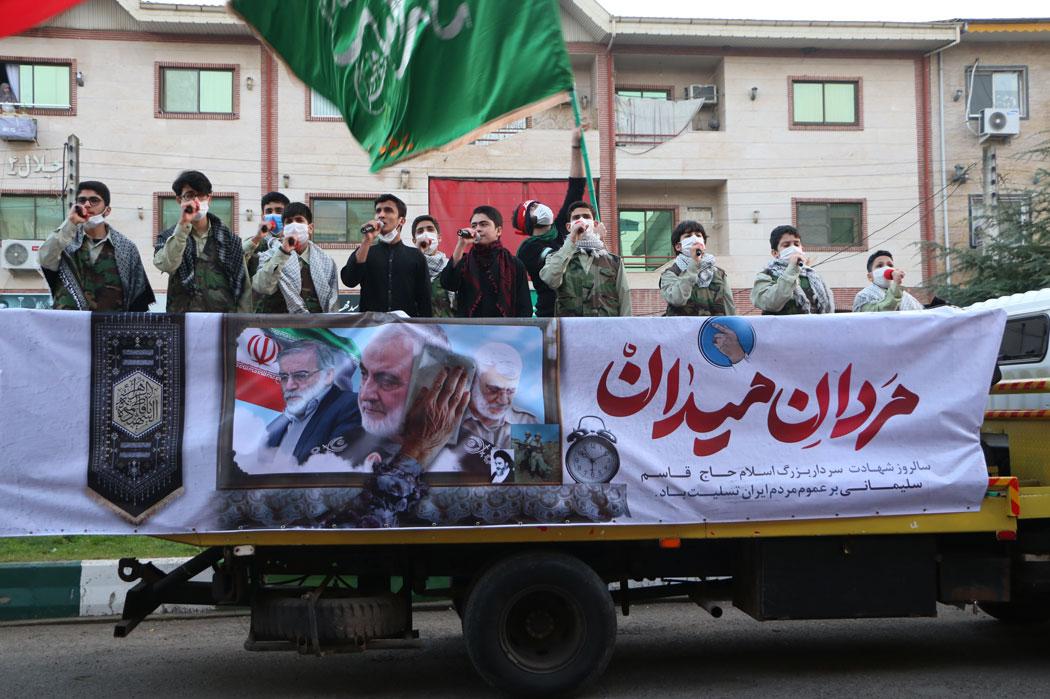 شعرخوانی نوجوانان آستانه به یاد سردار در خیابان