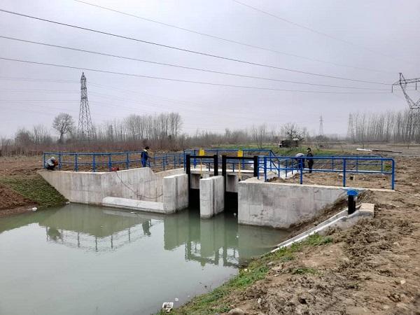 احداث سردهنه آبگیر و دریچهگذاری انهار در روستای کماچال