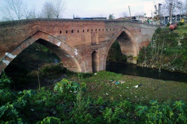 پل خشتی تجنگوکه باید بازسازی شود