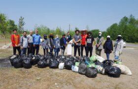 جمعآوری زباله توسط مردم در پایین محله کیسم